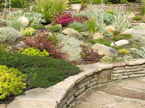 hanggestaltung pflegeleicht gartengestaltung mit steinen tipps f 252 r den steingarten