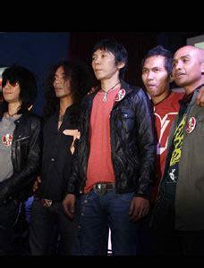 T Shirt Slankers 01 sykes november 2012
