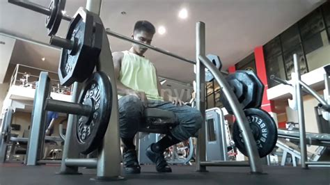 fitness motivation latihan bahu  bisep cocok