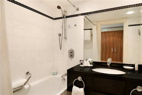airport bathroom hilton hotel bathrooms www pixshark com images