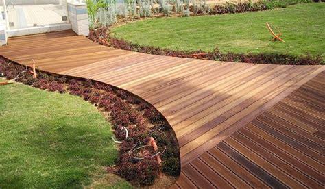 pavimento legno giardino legno da esterno materiali per il giardino