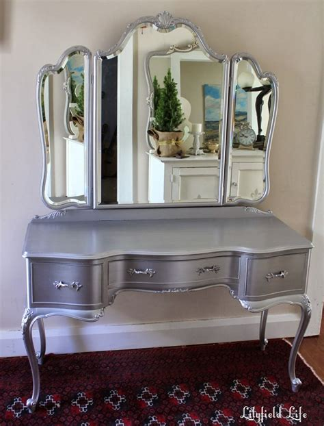 Bedroom Vanity Sets With Lights Amazing Silver Bedroom Makeup Vanity Sets Mirror Relaxing Bedroom Lighted