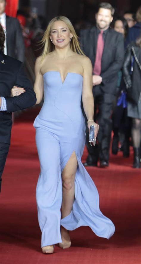 Harga Gaun Versace tiga gaun terbaik kate hudson di sepanjang premiere kung