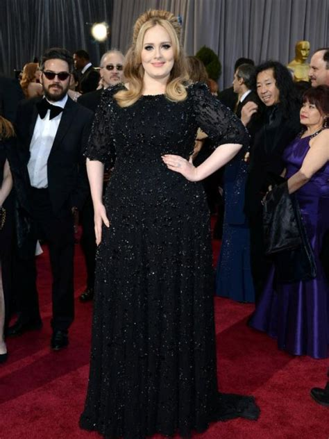 Adele Merah makin kurus adele tetap setia dengan black dress lifestyle liputan6