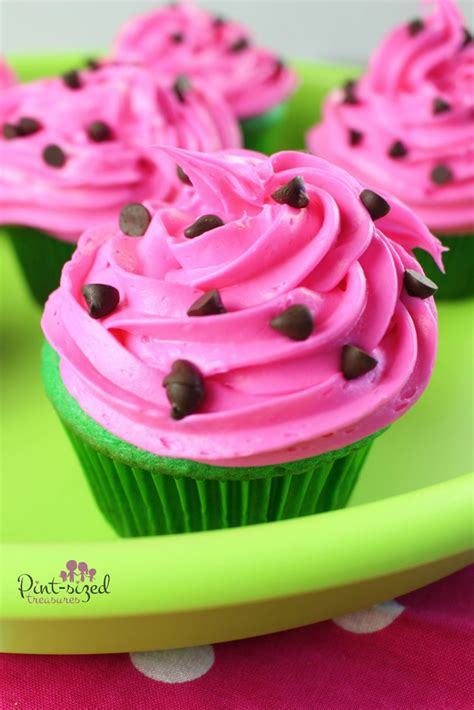 these watermelon cupcakes would be perfect for a picnic a collapsible easy watermelon cupcakes 183 pint sized treasures