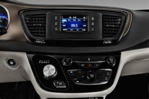 Minivan Chrysler 2017 Chrysler Pacifica Reviews And Rating Motor Trend