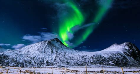vacation packages to see northern lights yellowknife tours and vacation packages to see the