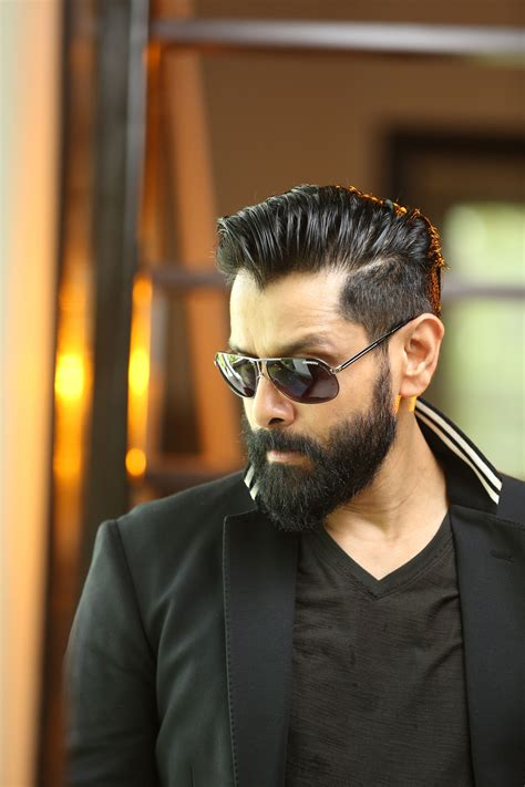 actor photo chiyaan vikram latest photo stills images iru mugan