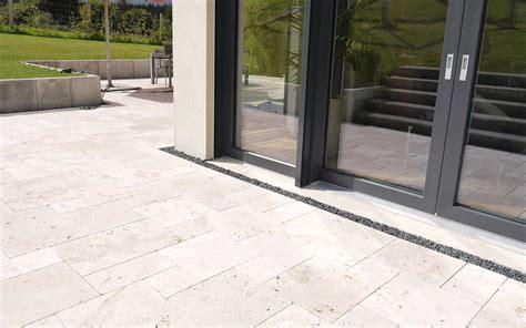 terrassenplatten günstig kaufen travertin platten light getrommelt g 252 nstig kaufen