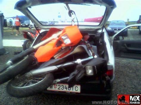 Motorradtransport Verzurren by Ktm Roller Liegend Transportieren Motorroller 205884605