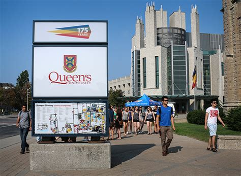 Universities In Toronto Canada For Mba by Best And Worst Things About Your Week At Queensu