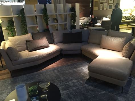 Curved Sectional Couches by How To Make A Curved Sectional Sofa Look Stunning In Your