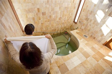 kosher bathroom nypd call to break up fight in mikveh