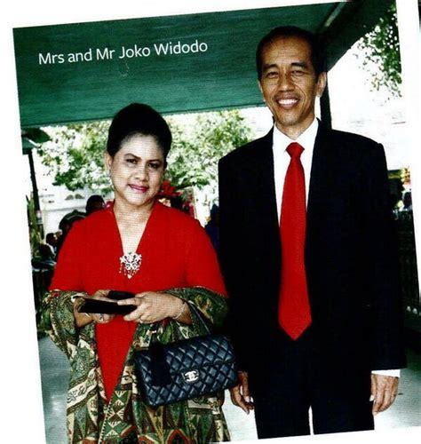 Harga Tas Chanel Istri Jokowi gaya orang kaya baru indonesia diulas media asing iriani