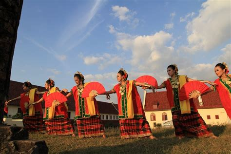 Kipas Tari tari kipas pakarena indonesiakaya eksplorasi budaya di zamrud khatulistiwa