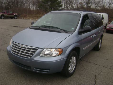 2005 Chrysler Town And Country by 2005 Chrysler Town And Country Photos Informations