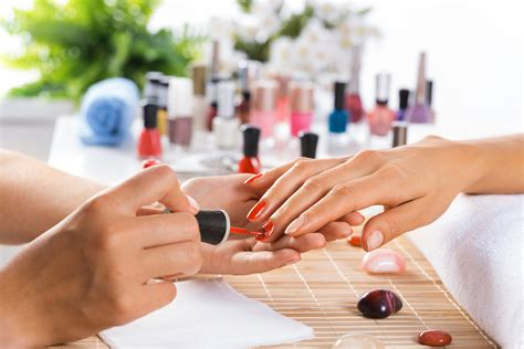 nail salon manicure why do you need to opt only for the best beauty salons