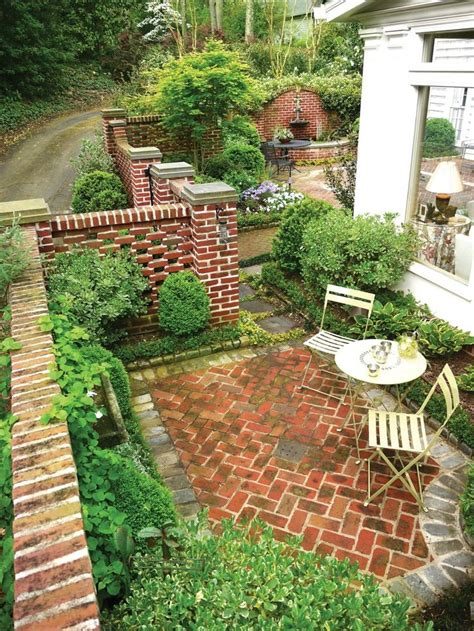 Keep Your Warm With Apowerbrick by Best 25 Brick Courtyard Ideas On Patio