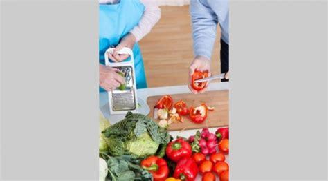 alimentazione anziano sottonutriti obesi e fragili i consigli per un