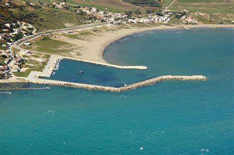 b b porto palo menfi porto palo di menfi marina in porto palo sicily italy