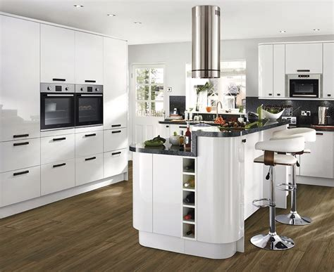 howdens kitchen cabinets glendevon gloss white kitchen universal kitchen
