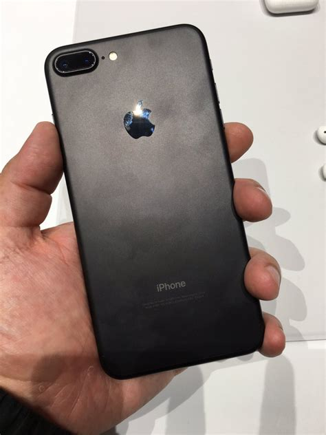 Iphone 7 Plus 32gb Bekas iphone 7 and 7 plus in jet and matte black scoopnest
