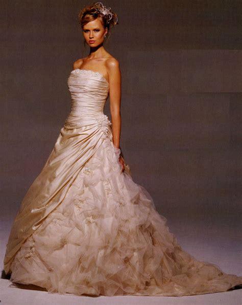 Amazing Wedding Gowns by Amazing Wedding Dresses