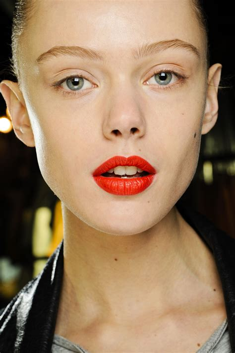 latest makeup beauty trends autumn winter 2012 13 vogue uk autumn winter 2012 13 beauty make up trends shiny cocoa