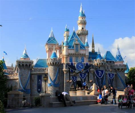 ideas about disneyland christmas decorations dates