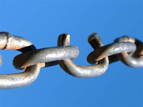 cadenas meaning english broken english a chain is only strong as its weakest link