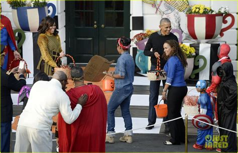 michelle obama halloween barack michelle obama dance to thriller for last