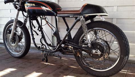 Motorrad Sitzbank Befestigen by Anpassen Der Sitzbank 550moto Cafe Racer Blog