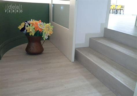 pavimento vinilico effetto legno idealferro