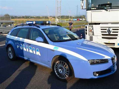 questura di massa permesso di soggiorno polizia stradale in provincia di massa carrara auto cars