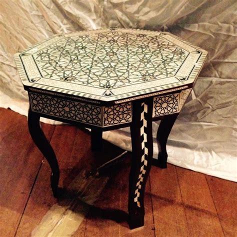 intarsien tisch tisch aus marokko mit muschel perlmutt intarsien verziert