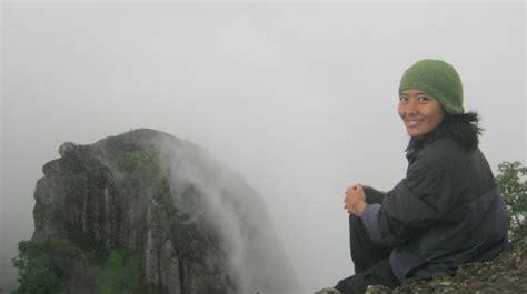 Ransel Gede Hitam di balik selimut kabut puncak gede nglanggeran ransel hitam
