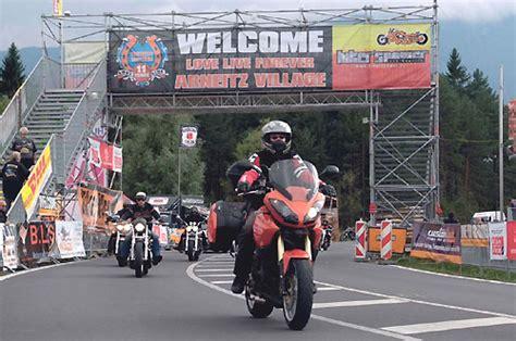 Motorradtreffen In österreich by Winni Scheibe Pressemeldung Triumph Am Faaker See