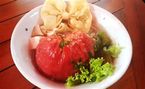 lezatnya bakso merah berbahan buah naga  bojonegoro