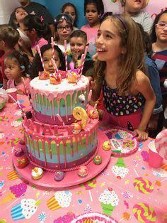 num noms  decorate  birthday cake  fan  cake   delicious num noms