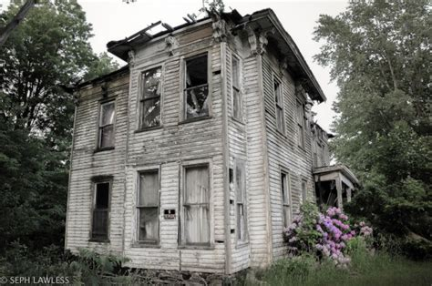 sayer house kentucky he photographed this eerie abandoned house what happened there the truth will