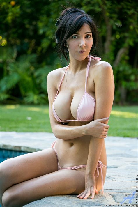 naked wife in backyard bigtit milf with a smoking hot body gets naughty by the