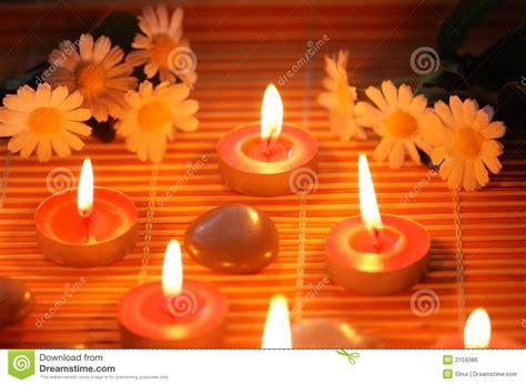 fiori e candele fiori e candele artigianale lasciato su un vagone