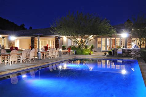 luxury house nestled between mummy camelback mtns paradise valley az