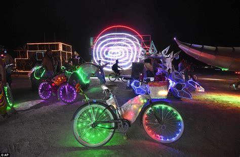 burning bike lights burning lights up nevada desert as 60 0000 festival