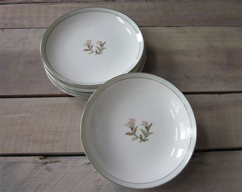 shabby chic china dishes 4 dessert plates and 2 bowls