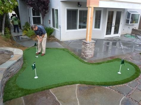 How To Build A Backyard Putting Green by 1000 Ideas About Backyard Putting Green On