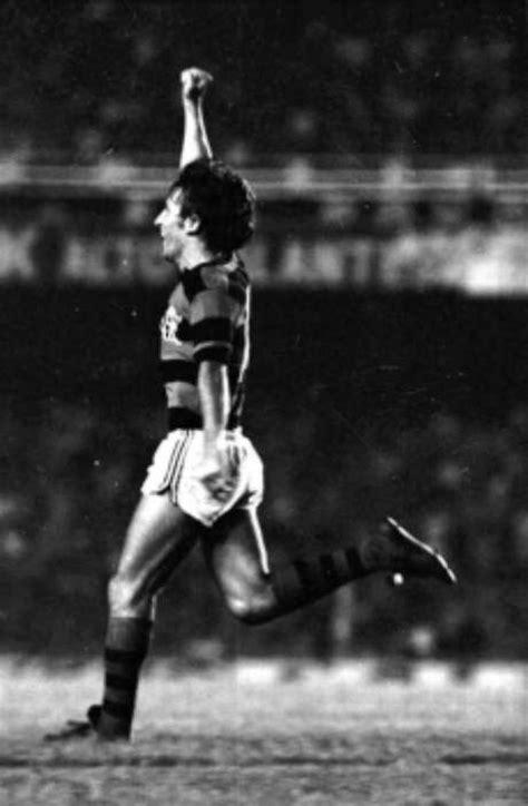 Livro conta a história dos 334 gols de Zico no Maracanã