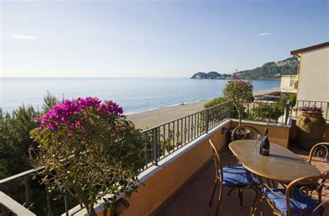 on the beach bed breakfast bed and breakfast the beach house taormina mazzeo b b