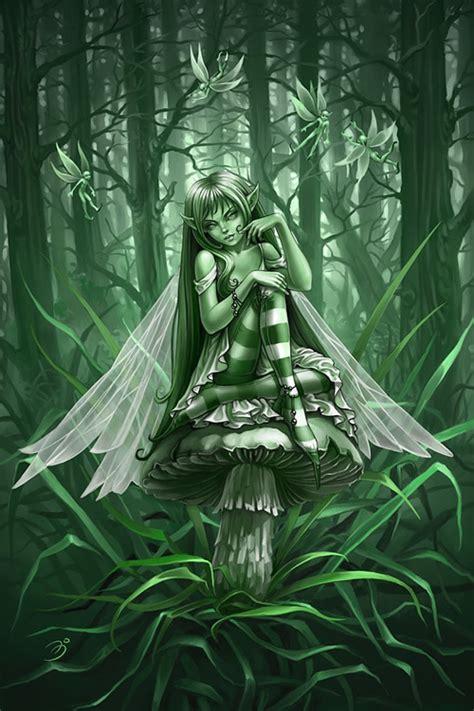 imagenes de hadas verdes dibujo de hada en tonos de verde sentada sobre una seta