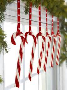kitchens window decor ideas white christmas candy canes 35 christmas d 233 cor ideas in traditional red and green